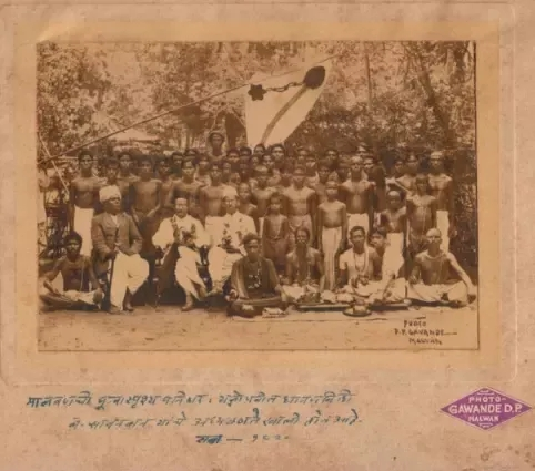 (Savarkar after performing thread ceremony of untouchables in 1929 ; Image Source : savarkar.org)