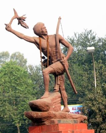 Birsa_Munda_Statue_at_Naya_More