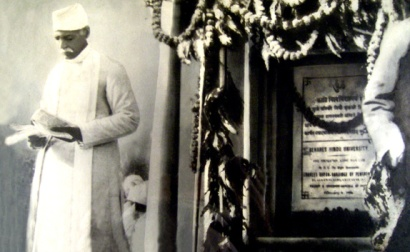Malaviyaji giving speech during the laying of the foundation stone of BHU, 1916.